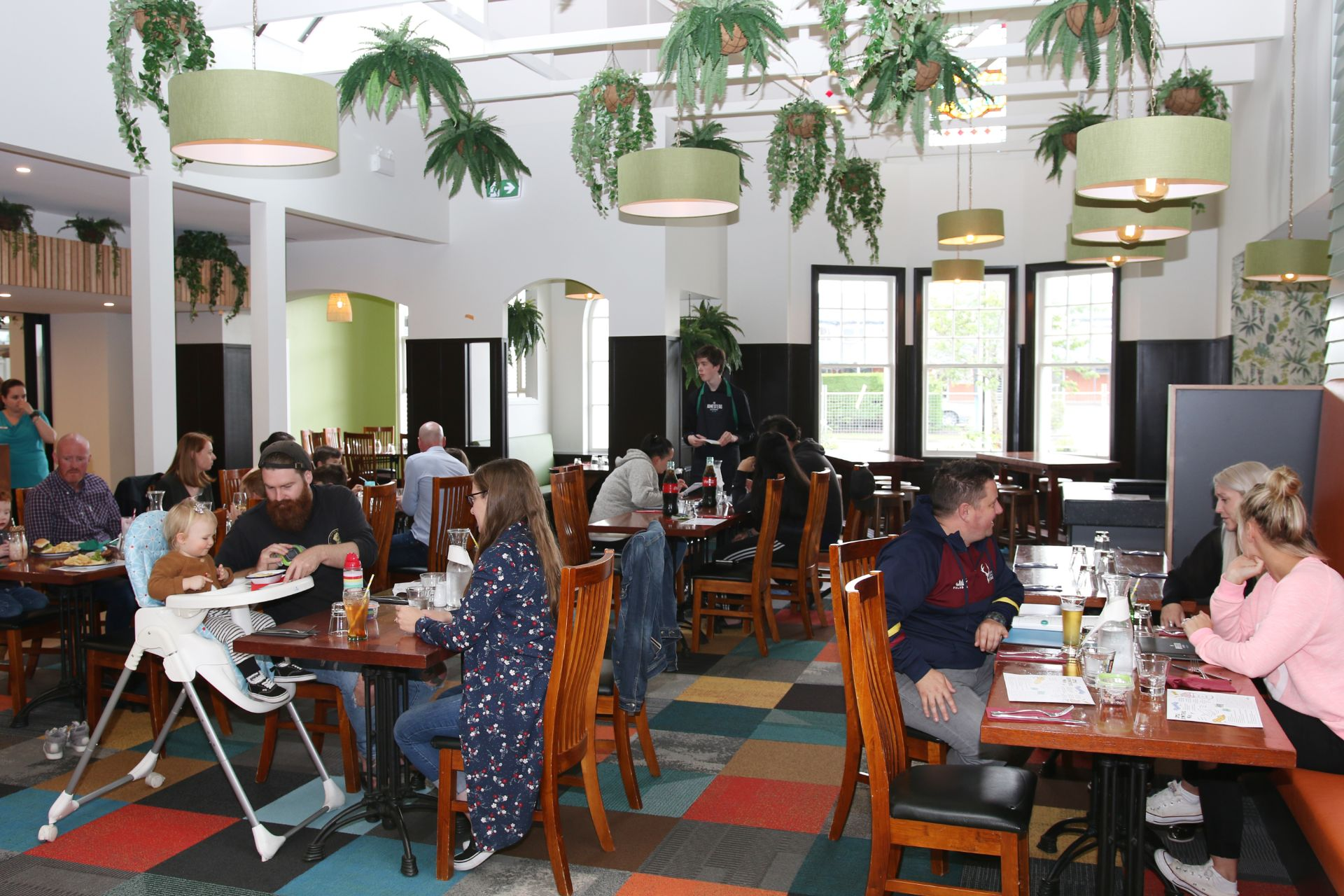 Happy diners at The Homestead Restaurant Invercargill